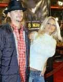 "Pamela Anderson i Kid Rock na premierze filmu ""8 Mile"" /Archiwum"