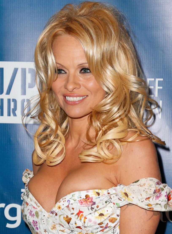 Pamela Anderson jest bardzo kochliwa! /Imeh Akpanudosen /Getty Images