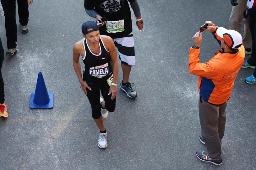 Pamela Anderson na mecie ubiegłorocznego maratonu nowojorskiego /Neilson Barnard /Getty Images