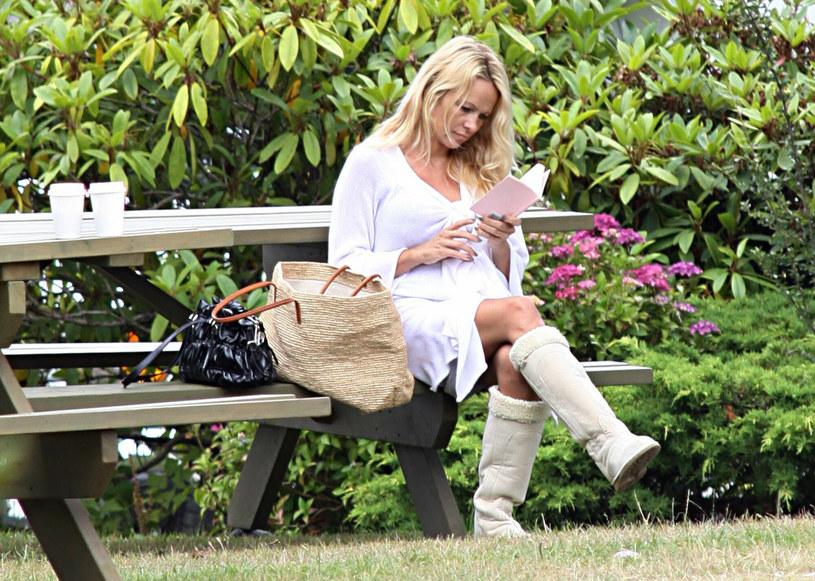Pamela Anderson od lat jest fanką butów Ugg /R Chiang / Splash News /East News