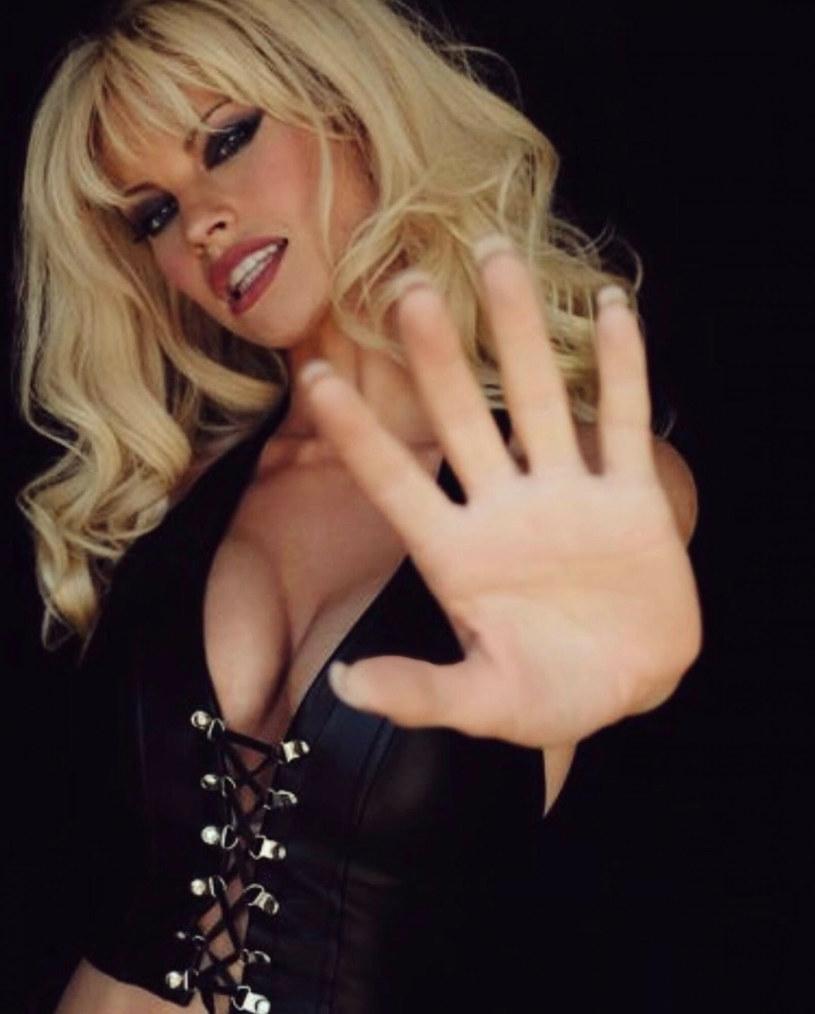 Pamela Anderson pomimo upływu lat, wciąż dba o to, aby zachować miano seksbomby? /Hulu / instagram / BEEM/ /East News