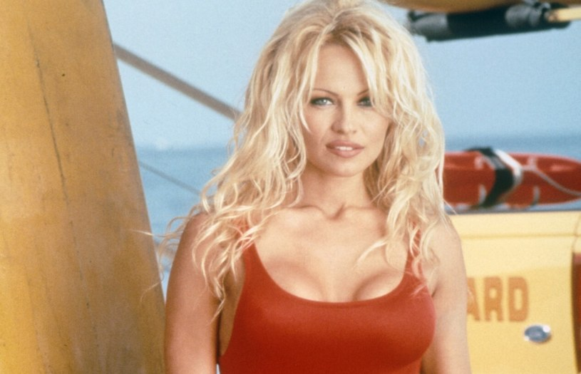 """Pamela Anderson w """"Słonecznym Patrolu"""" kusiła jak mało kto! /FremantleMedia. Ltd/Rex Features /East News"""