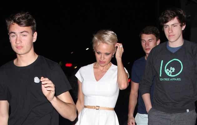 Pamela Anderson z synami /David Tonnessen,PacificCoastNews /East News
