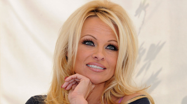Pamela Anderson /Alberto E. Rodriguez /Getty Images