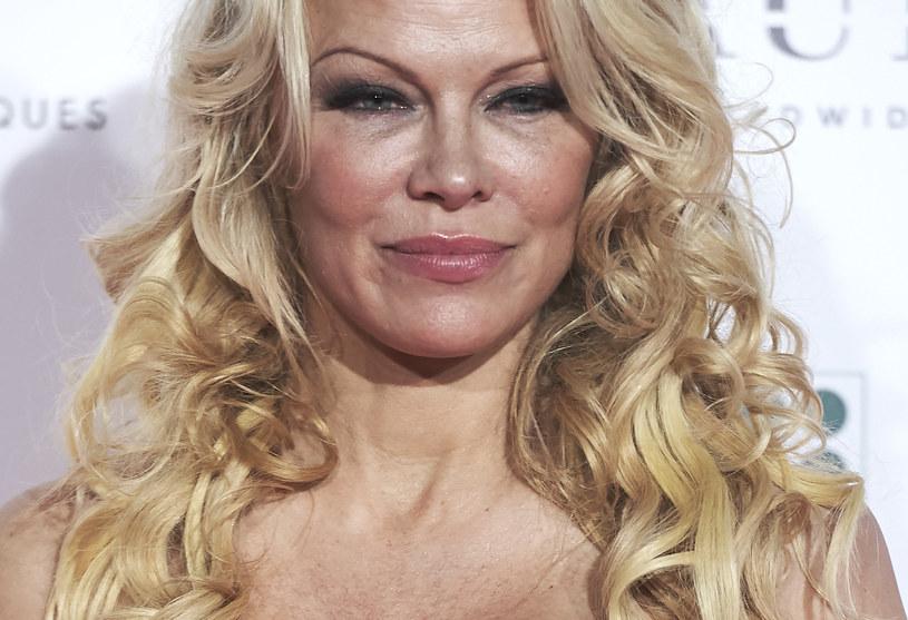 Pamela Anderson /Carlos Alvarez /Getty Images