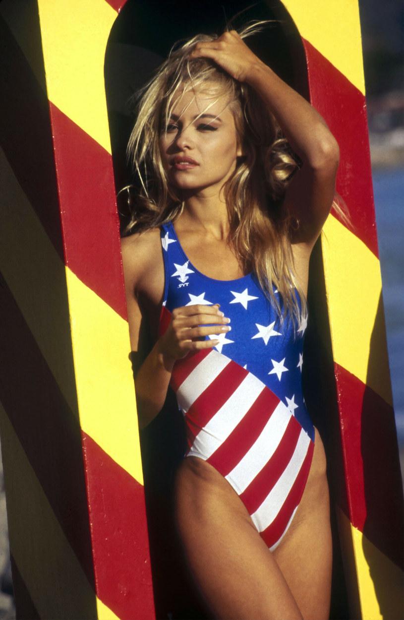 """Pamela dołączyła do ekipy """"Słonecznego patrolu"""" w 1992 roku /THE BAYWATCH COMPANY / Album/EAST NEWS /East News"""