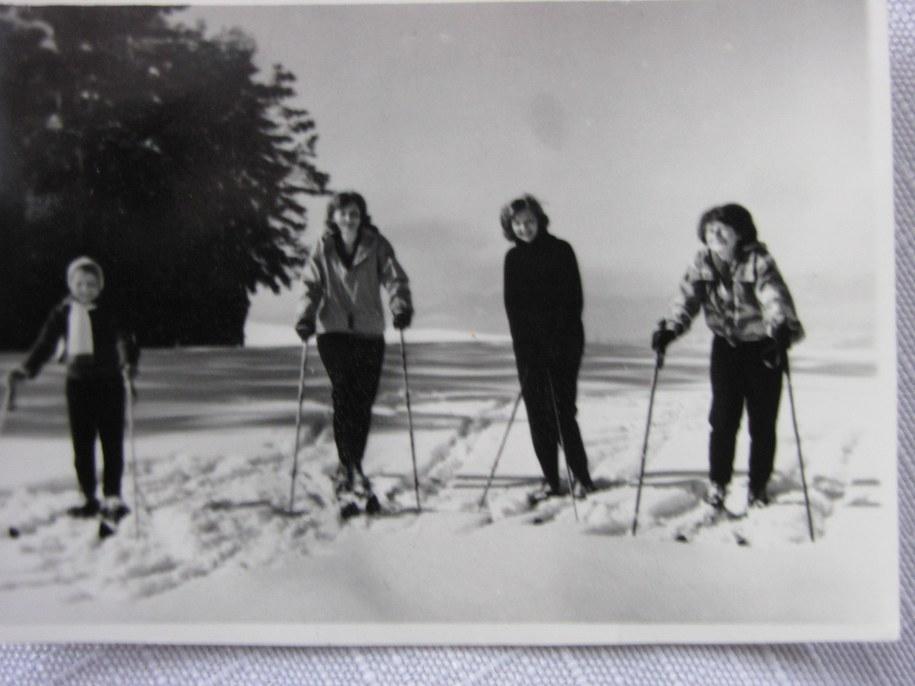 Pamiątkowe zdjęcie Marii Kaczyńskiej (pierwsza z prawej)  /Archiwum prywatne /RMF FM