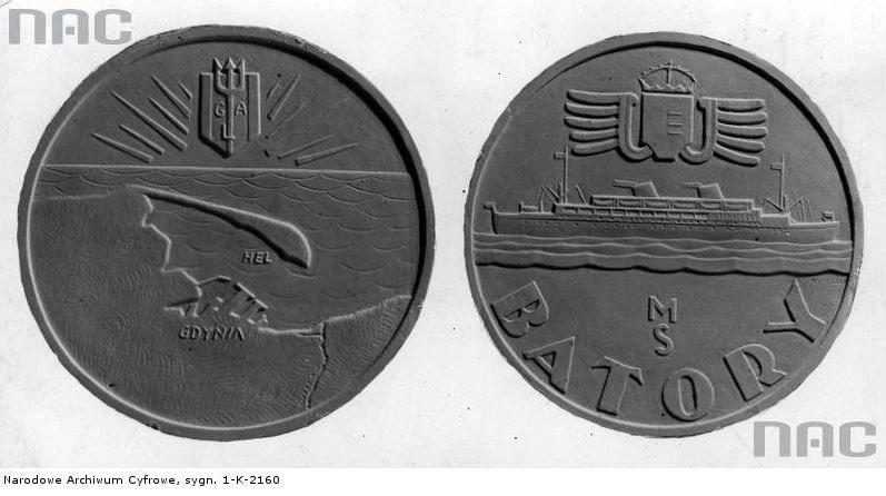 """Pamiątkowy medal, autorstwa Józefa Aumillera, wybity z okazji pierwszego rejsu m/s """"Batory"""" /Z archiwum Narodowego Archiwum Cyfrowego"""