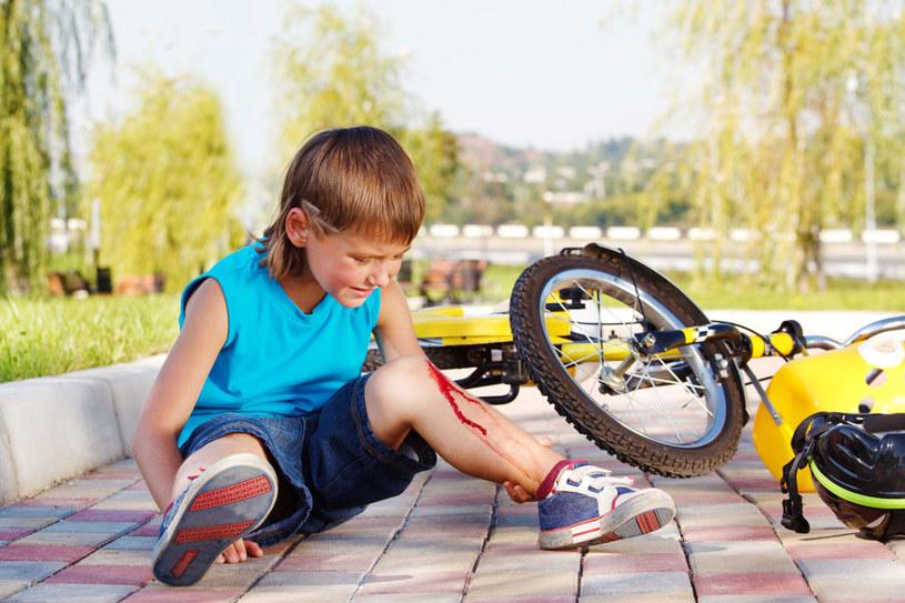 Pamiętaj, aby zawsze asekurować dziecko, kiedy zdobywa nowe umiejętności /123RF/PICSEL