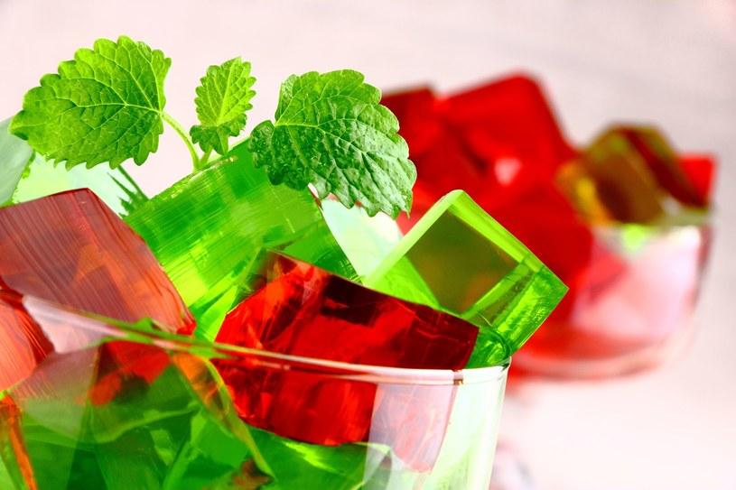 Pamiętaj, by do galaretki nie dodawać zbyt dużo cukru /123RF/PICSEL