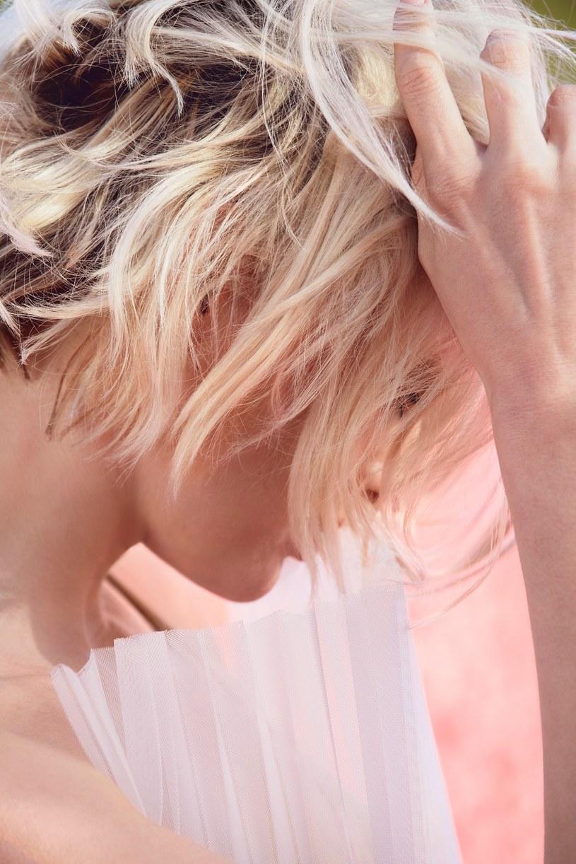 Pamiętaj, by przestać olejować włosy na dwa tygodnie przed planowanym rozjaśnianiem/ Wella Professionals /materiały prasowe