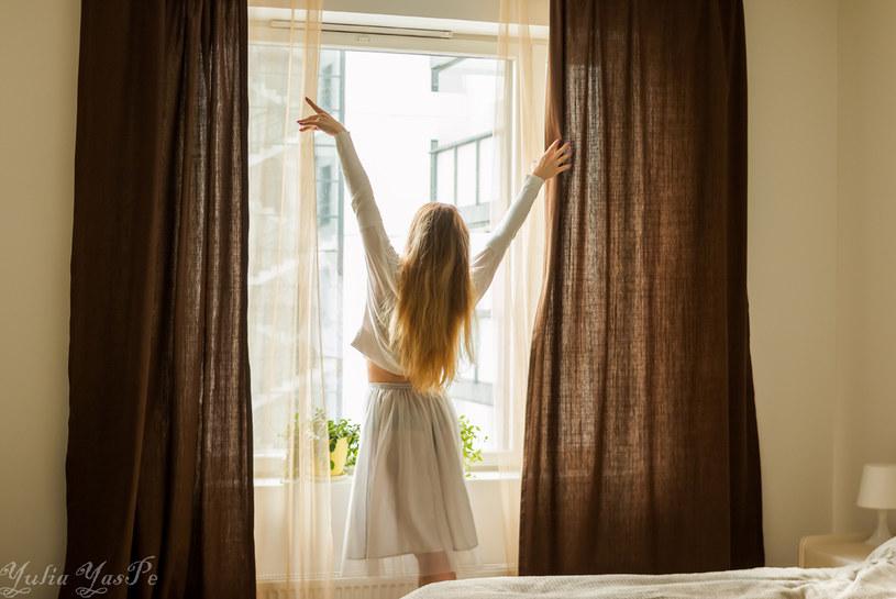 Pamiętaj o regularnym wietrzeniu mieszkania /123RF/PICSEL