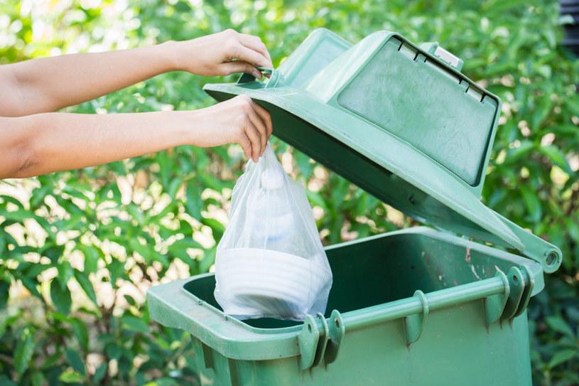 Pamiętaj o segregowaniu i regularnym wynoszeniu śmieci /123RF/PICSEL