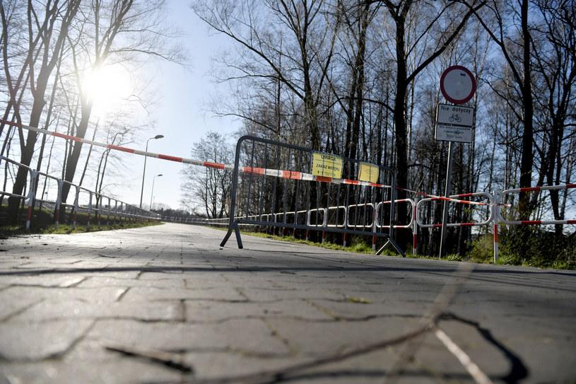Pamiętaj - obowiązują ograniczenia w przemieszczaniu się /LUKASZ KALINOWSKI /East News