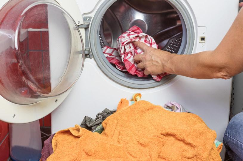 Pamiętaj, że mydło galasowe może wpłynąć na kolor ubrań /123RF/PICSEL