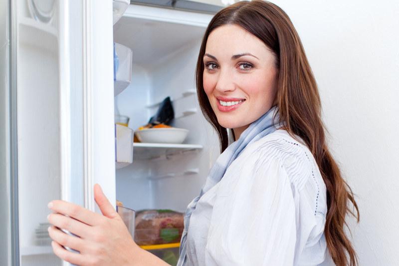 Pamiętaj, że nawet jedzenie przechowywane w lodówce może zaszkodzić /© Panthermedia