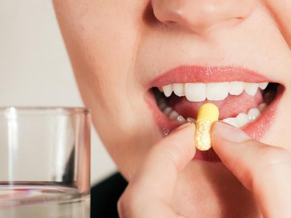 Pamiętaj, że zbyt długie i nadmierne przyjmowanie takich preparatów może wywołać bóle głowy  /© Panthermedia