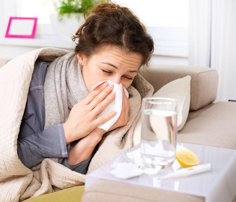 Pamiętaj żeby nie lekceważyć przeziębień /123RF/PICSEL