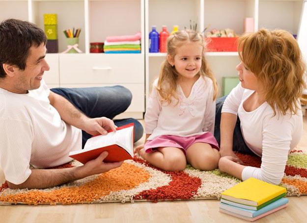 Pamiętajmy jednak, że najważniejsze jest szczerze rozmawiać z dzieckiem /123RF/PICSEL
