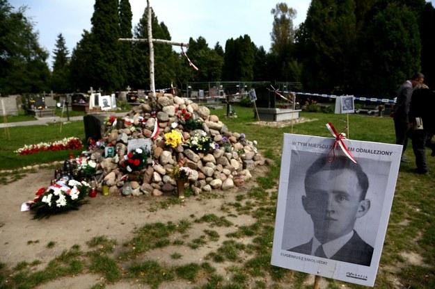 """""""Pamiętajmy o zamordowanych przez reżim komunistyczny"""" /Tomasz Gzell /PAP/EPA"""
