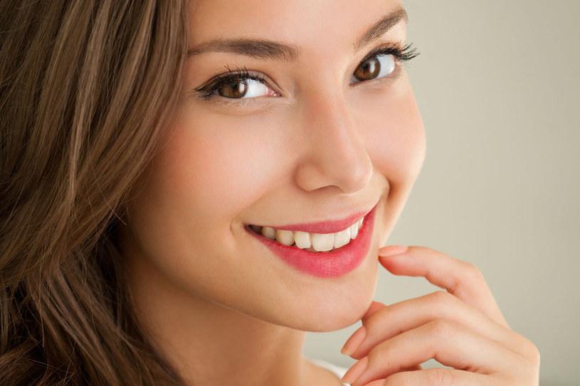 Pamiętajmy, że piękne i mocne zęby to także zdrowe dziąsła. Dbajmy o nie szczególnie! /123RF/PICSEL