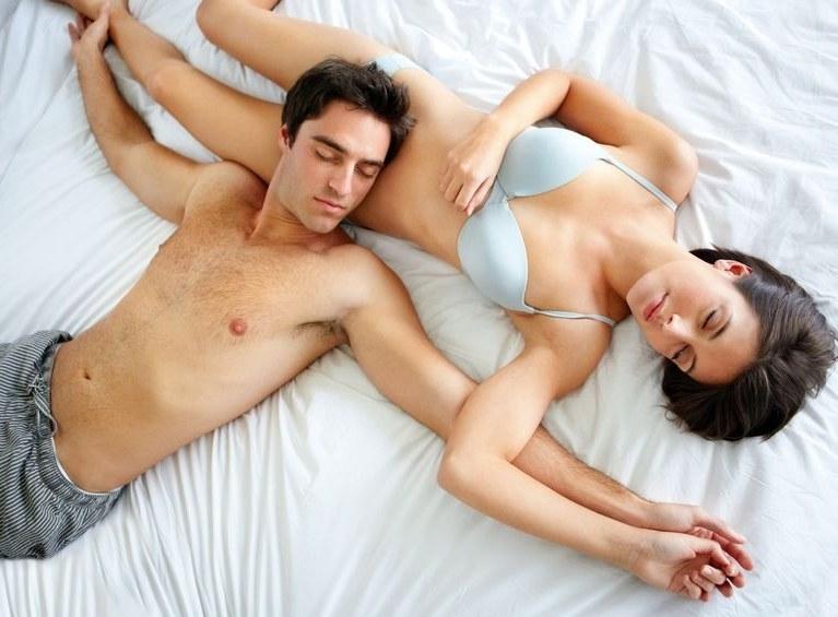 Pan i władca sypialni - łóżko należy do niego! /123RF/PICSEL