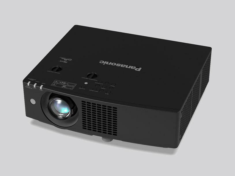 Panasonic PT-VMZ50 /materiały prasowe