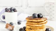 Pancakes z czekoladowym kremem sezamowym i owocami