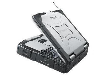Pancerny Panasonic Toughbook CF-30. Obudowa ze stopu magnezu chroni podzespoły. /materiały prasowe