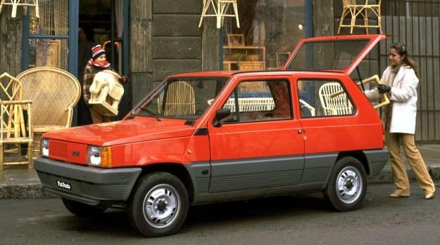 Panda 30 - uzupełnienie gamy modelowej między modelami 126 i 127. Nadwozie o długości 3,38 m zapewnia bardzo wygodne wnętrze i wystarczająco duży bagażnik. /Fiat