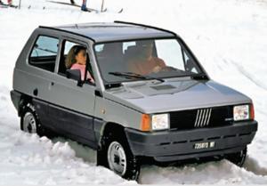 Panda 4x4: do dziś popularna w rejonach alpejskich. /Motor