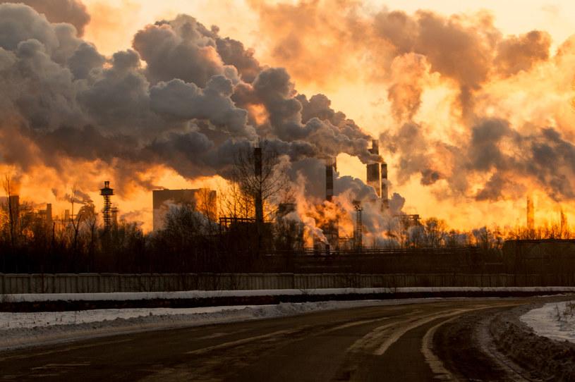 Pandemia COVID-19 zmniejszyła emisje gazów cieplarnianych do atmosfery /123RF/PICSEL