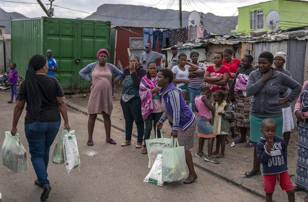 Pandemia koronawirusa może okazać się szczególnie niebezpieczna dla mieszkańców Afryki /NIC BOTHMA /PAP/EPA