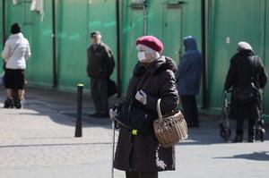Pandemia koronawirusa w Polsce. Jak działają dyskonty Biedronka, Kaufland i Lidl