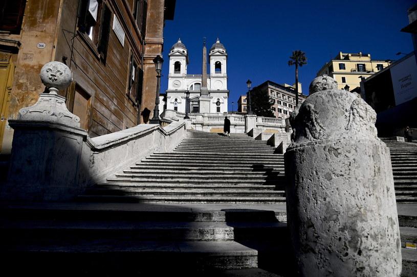 Pandemia we Włoszech. Opustoszałe ulice Rzymu. /RICCARDO ANTIMIANI /PAP/EPA