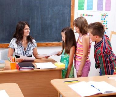 Pandemia winduje czternastkę dla nauczycieli