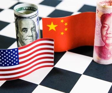 Pandemia zadała potężny cios USA, Chiny ledwo drasnęła