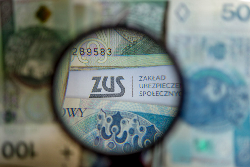 Pandemia zrobiła swoje - ZUS ma coraz więcej dłużników /Piotr Kamionka /Reporter
