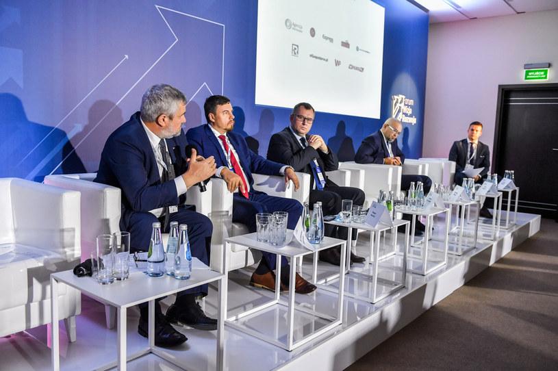 """Panel  """"Finansowanie rozwoju gospodarczego"""" podczas III Forum Wizja Rozwoju w Gdyni. /Stach Leszczyński /PAP"""