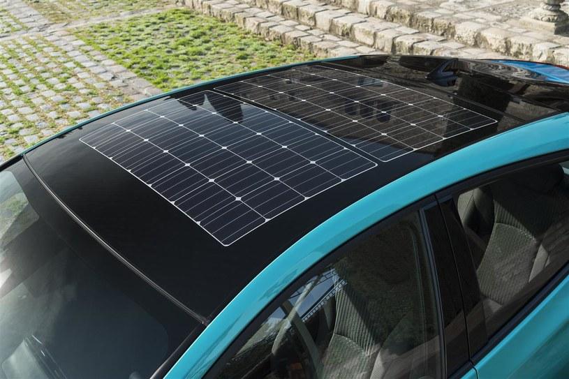 Panel fotowoltaiczny na dachu samochodu /INTERIA.PL/informacje prasowe