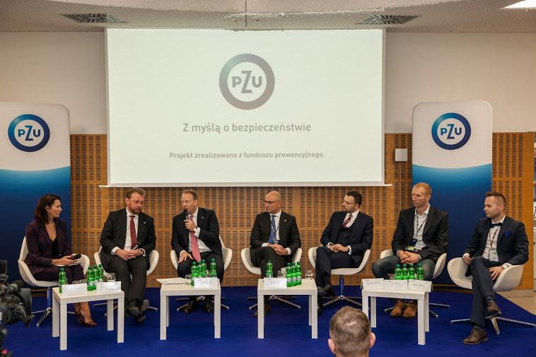 """Panel PZU """"Z myślą o bezpieczeństwie"""" podczas Kongresu 590 w Jasionce, fot. Ireneusz Rek /INTERIA.PL"""