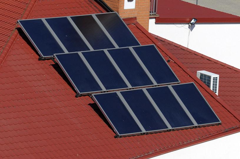 Panele słoneczne na dachu. /Stanislaw Bielski/REPORTER /East News