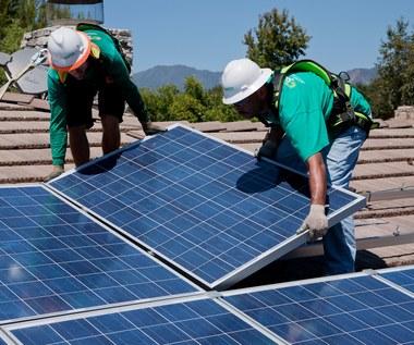 Panele słoneczne we własnej firmie. Ułatwienia wchodzą w życie