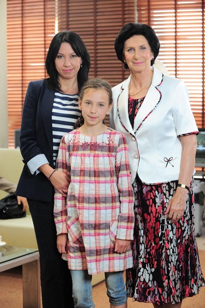 Pani Irena z wnuczka i synową /Wojciech Olszanka /East News