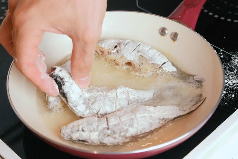 Panierowane ryby należy smażyć na gorącym tłuszczu