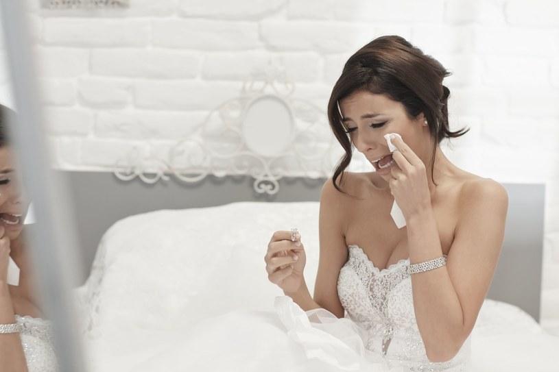 Panna młoda liczy na spojrzenie pełne zachwytu nie w oczach gości, a swojego wybranka /PAP life