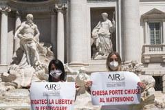 Panny młode protestowały przed słynną rzymską fontanną