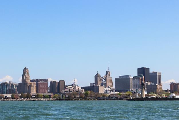 Panorama centrum Buffalo w stanie Nowy Jork (widok od strony jeziora Erie) /©123RF/PICSEL