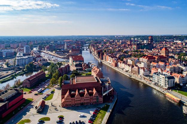 Panorama Gdańska. Według najnowszych symulacji naukowców duża część miasta może w przyszłości znaleźć się pod wodą. /Shutterstock