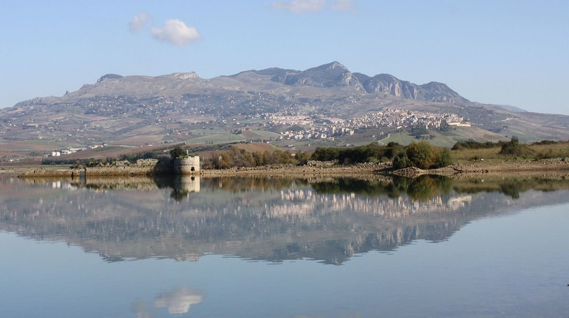 Panorama miasteczka Sambuca di Sicilia /Ennio Gurrera /Wikimedia